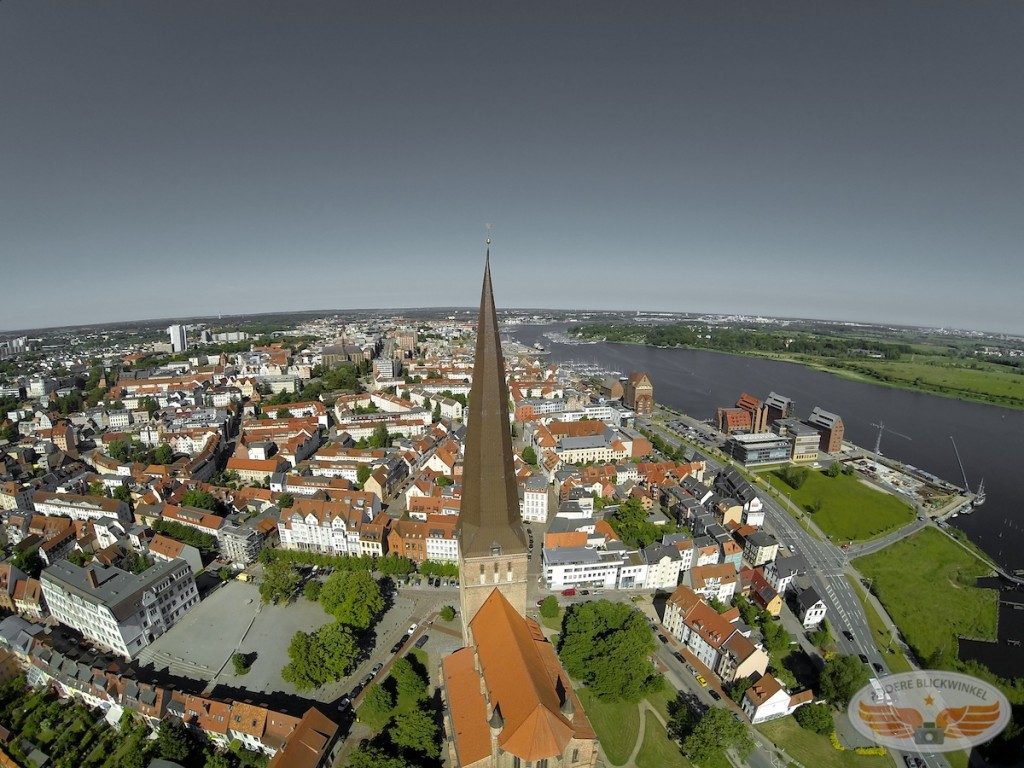 Blick auf die Petrikirche